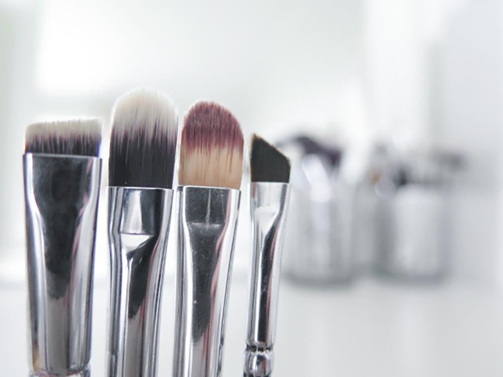 brynskost, concealer koster og eyelinerkost